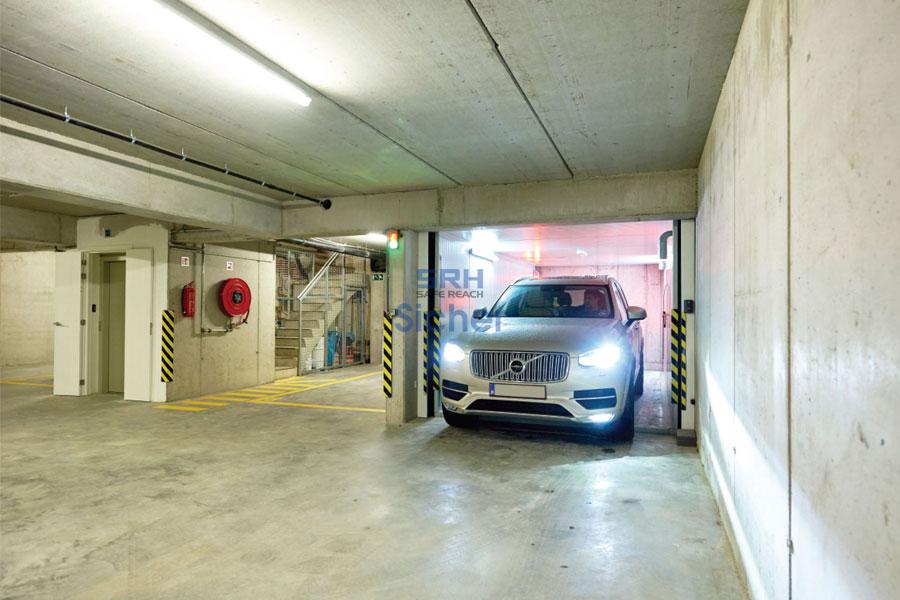 Thang máy tải ô tô trong hầm để xe